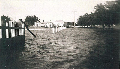 The Esplanade! Photo of the 1952 floods courtesy of Ross Gilsenan